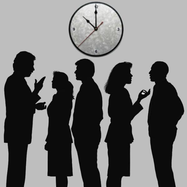 Обсуждение у настенных часов